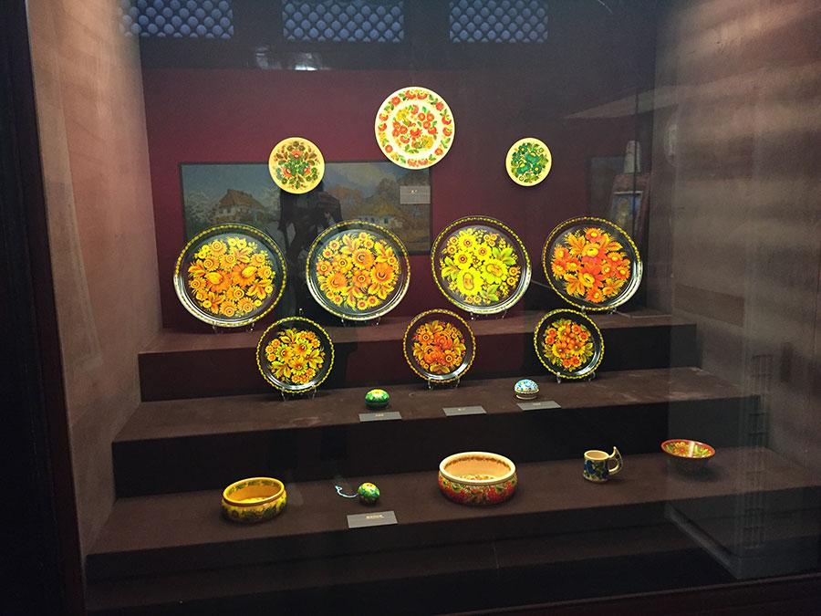 The Color of History, an exhibition at the Palace Museum\'s Yongshou Gong (the palace of longevity) through Nov. 19, shows a selection of the country\'s cultural relics and its people\'s creativity in decorative and applied arts through the centuries. (Photo provided to China Daily)