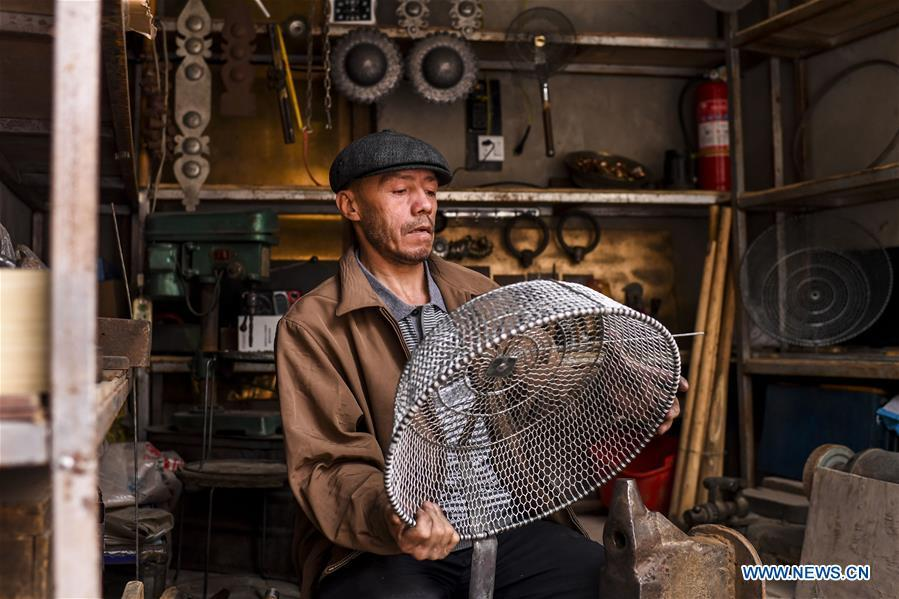 A craftsman makes daily use articles in Kashgar City, northwest China\'s Xinjiang Uygur Autonomous Region, Oct. 16, 2018. The ancient oasis city of Kashgar, in the westernmost part of China near the border with Kyrgyzstan, Tajikistan, Afghanistan, and Pakistan, was an important staging post on the original Silk Road and has been revitalized as a bustling hub of business and different cultures. (Xinhua/Hu Huhu)
