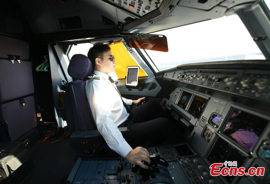 Pilot Liu Ke flies a plane on Oct. 16, 2018. The twin brothers, born in 1987, were from a young age both interested in becoming pilots. After graduating high school, they both went on to study at the Civil Aviation Flight University of China. Later, both became pilots for China Southern Airlines. (Photo: China News Service/Zhang Yao)