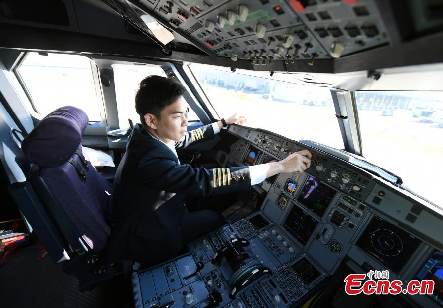 Pilot Liu Xin flies a plane on Oct. 16, 2018. The twin brothers, born in 1987, were from a young age both interested in becoming pilots. After graduating high school, they both went on to study at the Civil Aviation Flight University of China. Later, both became pilots for China Southern Airlines. (Photo: China News Service/Zhang Yao)