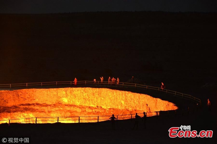 The \'Door to Hell,\' also known as the Crater of Fire, is a natural gas field in Derweze, Turkmenistan, that collapsed into an underground cavern in 1971, becoming a natural gas crater. Geologists set it on fire to prevent the spread of methane gas, and it has been burning continuously since then. The crater is a popular tourist attraction. (Photo/VCG)