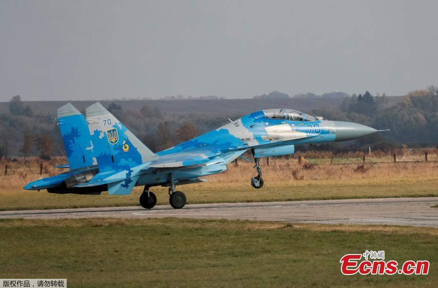 A Ukrainian Su-27 fighter jet lands during the Clear Sky 2018 multinational military drills at Starokostiantyniv Air Base in Khmelnytskyi Region, Ukraine, October 12, 2018. A U.S. pilot was among two crew who died when a Ukrainian Su-27 air force fighter crashed during a training flight on Tuesday, the U.S. military said. (Photo/Agencies)