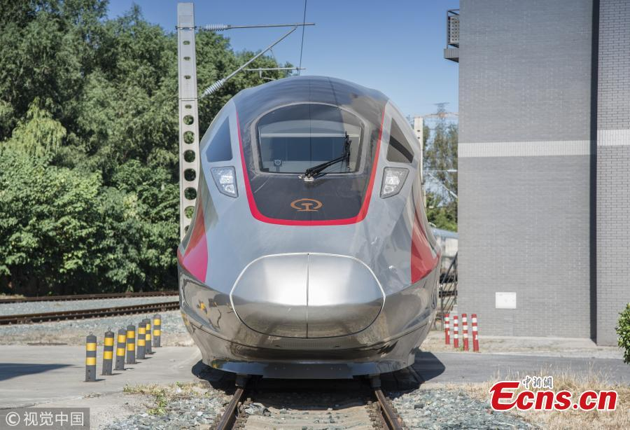 An extended version of the Fuxing bullet train at the China National Railway Test Center in Beijing. With a design speed of 350 kilometers per hour, the new train is 439.8 meters long with 17 carriages, which can carry 1,283 passengers. It will be put into use on the Beijing-Shanghai high-speed railway next year. (Photo/VCG)