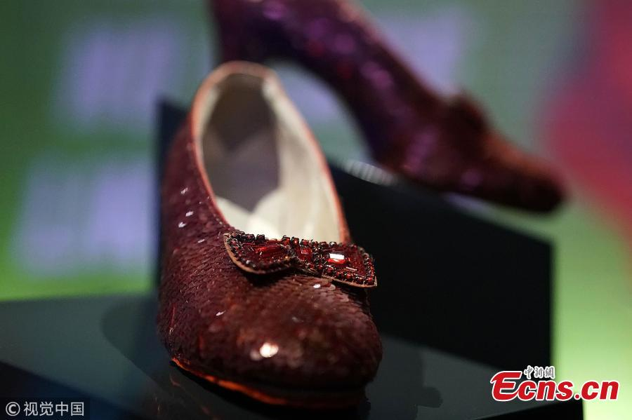 A pair of ruby slippers worn by Judy Garland in The Wizard of Oz on display at the Smithsonian National Museum of American History in Washington, U.S., Oct. 17, 2018. The slippers were taken off display last year for some behind-the-curtain conservation work. Last month, a pair that was stolen from the Judy Garland Museum in Grand Rapids, Minnesota, in 2005, was recovered. (Photo/Agencies)