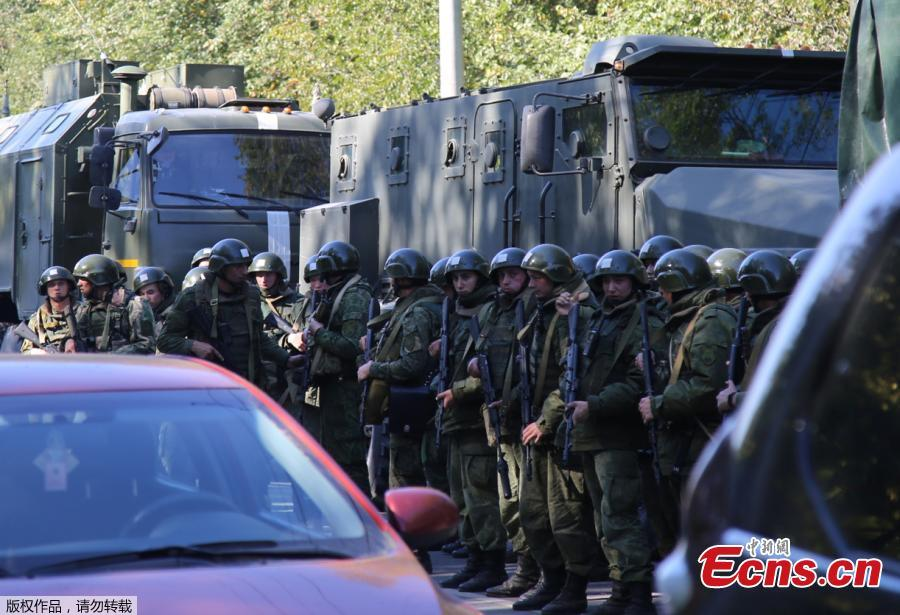 Military forces block the road to the site of attack at a vocational school in Kerch in Crimea, Oct.17, 2018. At least 19 people have been killed and dozens injured in a mass shooting at the college. (Photo/Agencies)