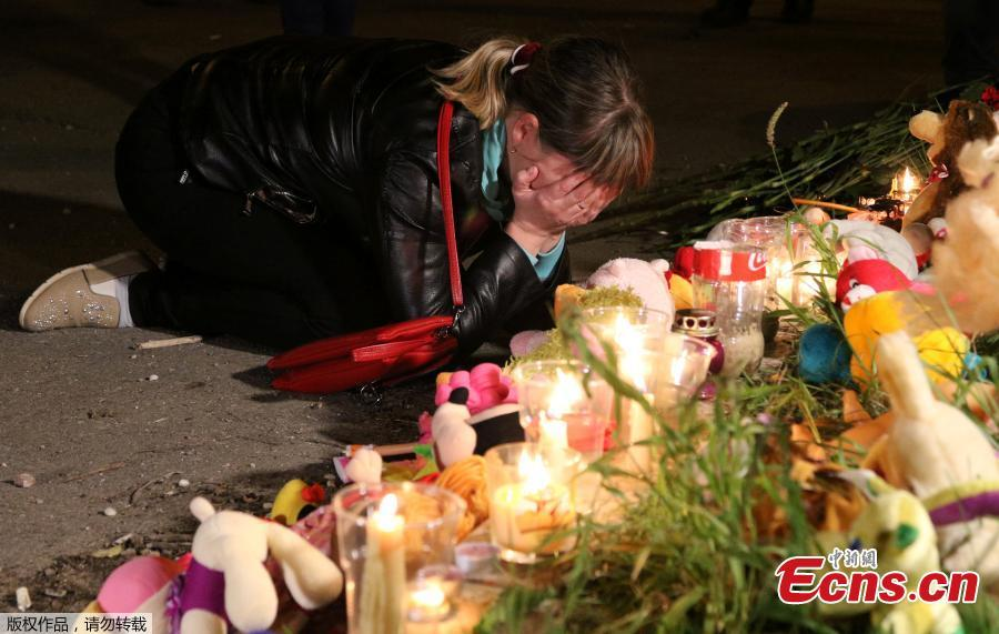 A mourner reacts at a makeshift memorial near the scene of a fatal attack on a college in the port city of Kerch, Crimea, Oct. 17, 2018. At least 19 people have been killed and dozens injured in a mass shooting at the college. (Photo/Agencies)