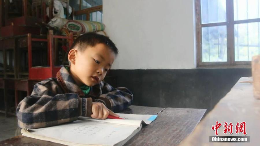 Wang Longze studies at an elementary school on a mountain in Xuanhan County, Southwest China's Sichuan Province in mid-October. Four students left to study at a larger school this autumn semester, leaving only Wang from a poor family to study there. Wang's father is disabled and suffers from disease, and his mother died not long after he was born. Lai has decided to stay in the school to teach Wang. (Photo: China News Service/Zhong Xin)
