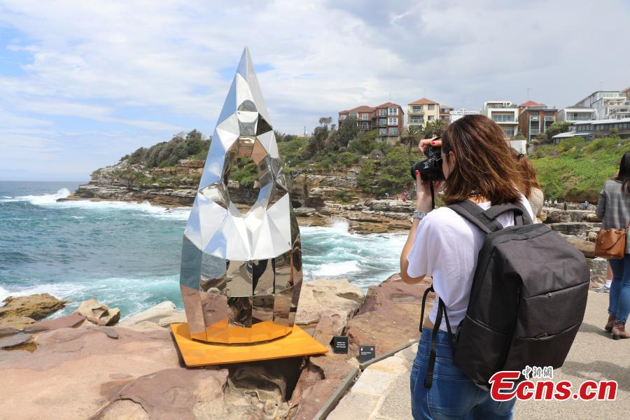 More than 100 sculptures from Australia and abroad transform the Bondi to Tamarama coastal walk into a temporary sculpture park, Oct. 12, 2018. Now in its 22nd year, Sculpture by the Sea is one of Sydney\'s key annual arts events. (Photo: China News Service/Wang Rui)