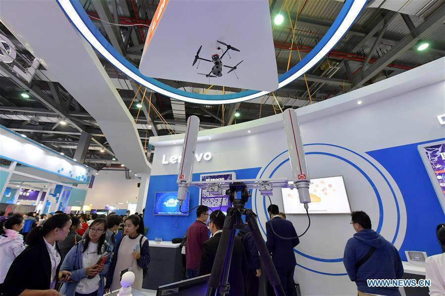 Visitors look at a live broadcast drone with multiple lenses during the 2018 World Conference on VR Industry in Nanchang, east China\'s Jiangxi Province, Oct. 19, 2018. The 2018 World Conference on VR Industry opened here on Friday. The three-day event attracts more than 150 global exhibitors in the virtual reality field. (Xinhua/Peng Zhaozhi)