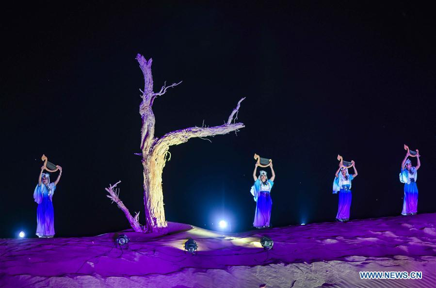 A performance is staged during a desert-themed concert held in Qiemo County in the Mongolian Autonomous Prefecture of Bayingolin, northwest China\'s Xinjiang Uygur Autonomous Region, Oct. 20, 2018. (Xinhua/Zhao Ge)