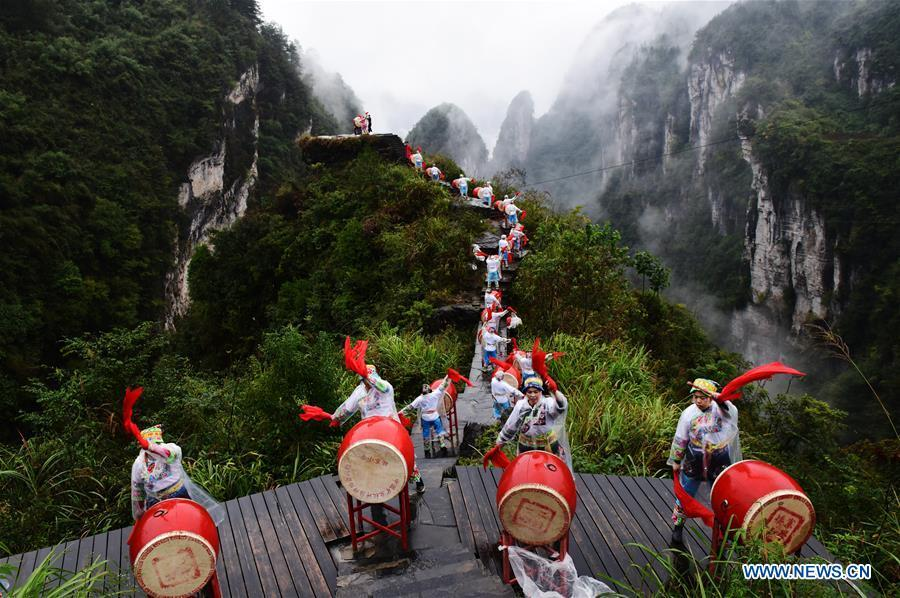 Performers stage a drum dance of the Miao ethnic group at the Dehang scenic area in Jishou in the Tujia and Miao Autonomous Prefecture of Xiangxi, central China\'s Hunan Province, Oct. 20, 2018. (Xinhua/Yao Fang)