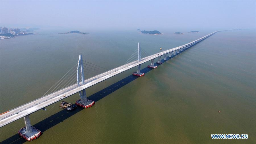 Aerial photo taken on Sept。 27, 2016 shows the Hong Kong-Zhuhai-Macao Bridge under construction in the Lingdingyang waters, South China. (Photo/Xinhua)