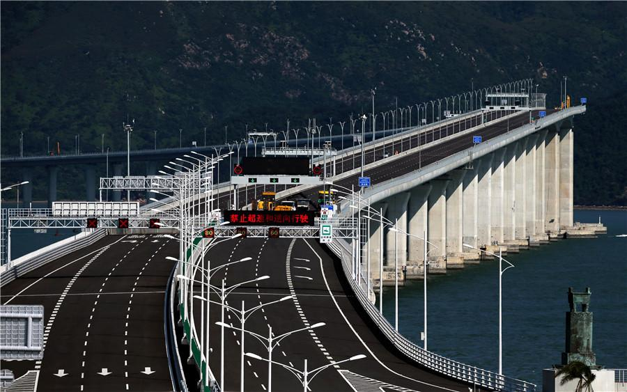 The Hong Kong-Zhuhai-Macao Bridge has a designed life span of 120 years. (Photo by EDMOND TANG/CHINA DAILY)