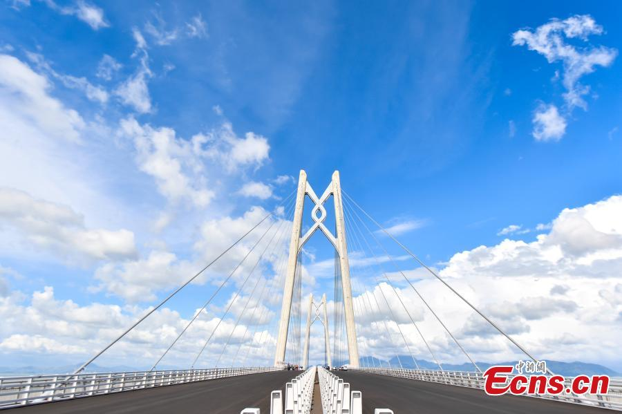 The Qingzhou shipping channel bridge, part of the Hong Kong-Zhuhai-Macao Bridge. The 55-kilometer bridge, situated in the Lingdingyang waters of the Pearl River Estuary, is the world\'s longest sea bridge. (Photo: China News Service/Chen Jimin)