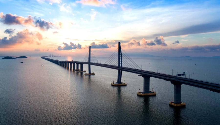 An aerial view of the Hong Kong-Zhuhai-Macao Bridge. At 55 kilometers, the bridge is the world\'s longest sea-spanning structure. (Photo/HZMB AUTHORITY)