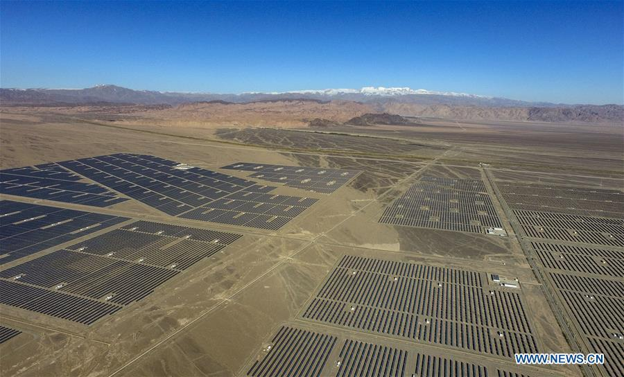 Aerial photo taken on Sept. 20, 2018 shows a PV power plant in Hami, northwest China\'s Xinjiang Uygur Autonomous Region. Xinjiang has seen a surge in the electricity generation from clean energy. According to State Grid Xinjiang Electric Power Co., Ltd., wind and solar power generated 27.81 billion and 9.07 billion kilowatt hours (kwh) of electricity, respectively, in the first nine months of 2018 in the region. With abundant wind and solar resources, Xinjiang is a pioneer in using new energy in China, with installed new-energy capacity having exceeded 27 million kilowatts so far. (Xinhua/Zhao Ge)
