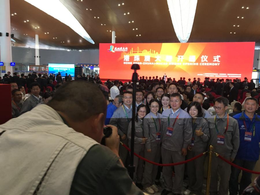 A group of attendees of the Hong Kong-Zhuhai-Macao Opening Ceremony take a photo before the event begins on Tuesday morning. (Photo by He Shusi/China Daily)