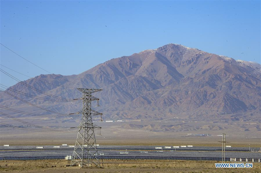 Photo taken on Sept. 20, 2018 shows a PV power plant in Hami, northwest China\'s Xinjiang Uygur Autonomous Region. Xinjiang has seen a surge in the electricity generation from clean energy. According to State Grid Xinjiang Electric Power Co., Ltd., wind and solar power generated 27.81 billion and 9.07 billion kilowatt hours (kwh) of electricity, respectively, in the first nine months of 2018 in the region. With abundant wind and solar resources, Xinjiang is a pioneer in using new energy in China, with installed new-energy capacity having exceeded 27 million kilowatts so far. (Xinhua/Zhao Ge)