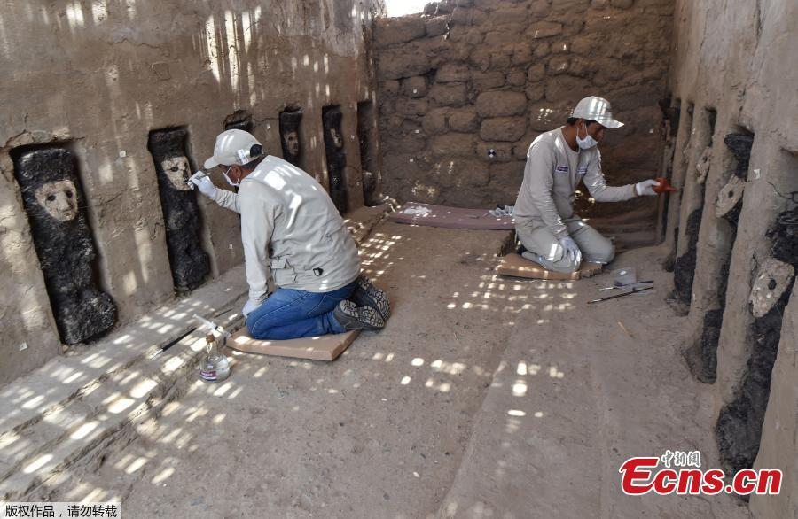 Archaeologists clean wooden masks of the Mochica culture at Chan Chan archeological complex in Trujillo, Peru, Oct. 22, 2018. Archeologists in Peru have found 20 800-year-old wooden statues in the largest pre-Columbian site in the Americas, Culture Minister, Patricia Balbuena and researchers revealed on Monday. (Photo/Agencies)
