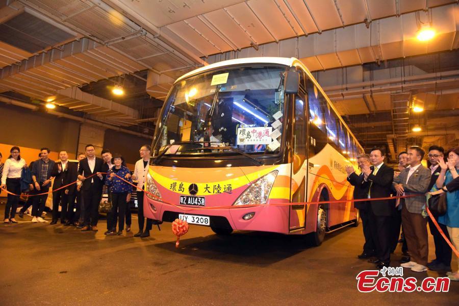 A coach from Kwoon Chung Bus starts the first ride over the Hong Kong-Zhuhai-Macao Bridge in Hong Kong, Oct. 24, 2018. (Photo: China News Service/Li Zhihua)