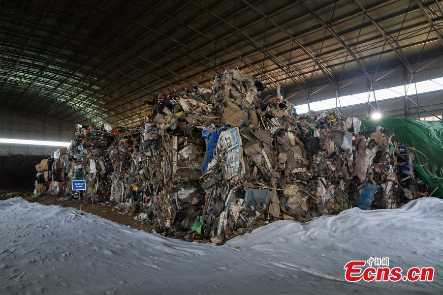 Tianjin Customs start to clear away imported garbage previously kept in the port, Oct. 23, 2018. The waste was incinerated. (Photo: China News Service/Wu Shiqi)