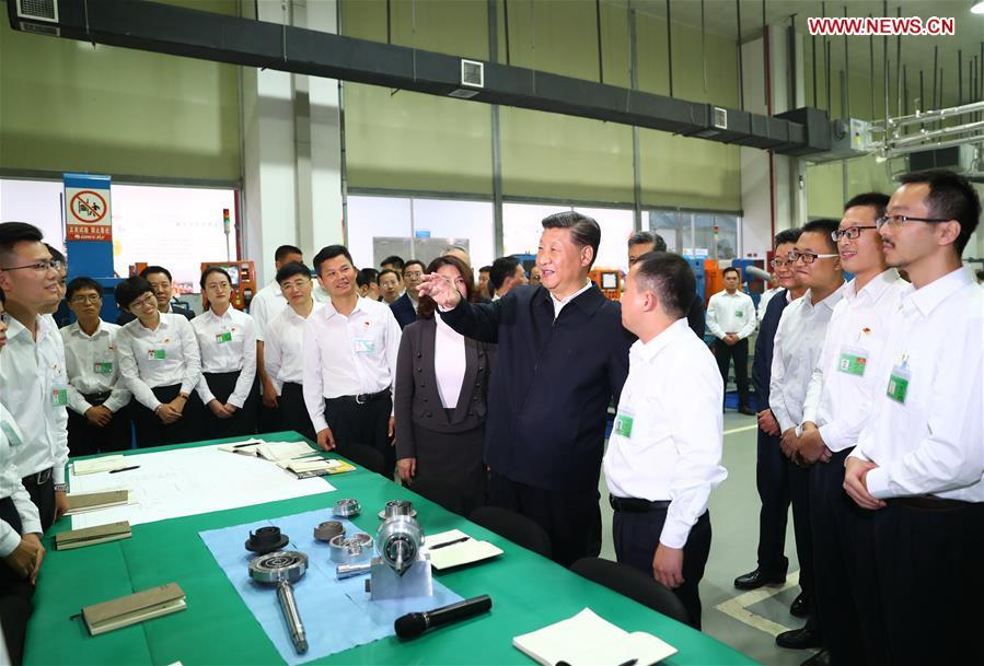 Chinese President Xi Jinping, also general secretary of the Communist Party of China Central Committee and chairman of the Central Military Commission, visits Gree Electric Appliances in Zhuhai, south China\'s Guangdong Province, Oct. 22, 2018. Xi made an inspection tour in Zhuhai on Monday. (Xinhua/Xie Huanchi)