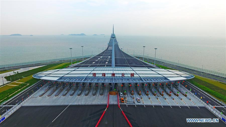 Aerial photo taken on Oct. 24, 2018 shows the toll gate of the Hong Kong-Zhuhai-Macao Bridge in Zhuhai, south China\'s Guangdong Province. The bridge officially opened to traffic at 9 a.m. on Oct. 24. (Xinhua/Liang Xu)