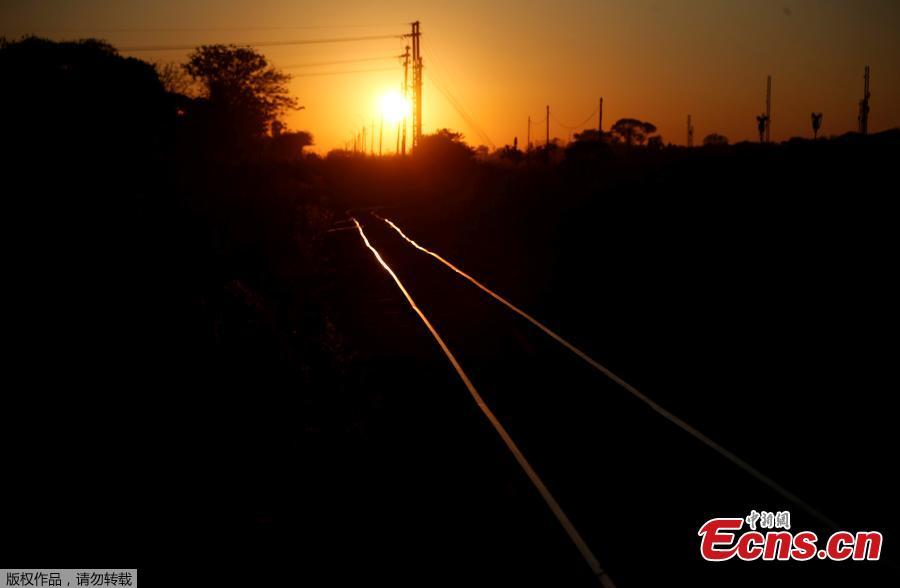 The National Railways of Zimbabwe has suffered from a decade-long economic recession in the country and is seriously indebted. Due to neglect of maintenance and a lack of spare parts, only part of the railway network remains in good condition. Steam locomotives, although capable of speeds of just 25 to 30 kilometers per hour, have been reintroduced since 2004 as coal is in relatively good supply. The country has approved a plan to recapitalize its rail operations. (Photo/Agencies)