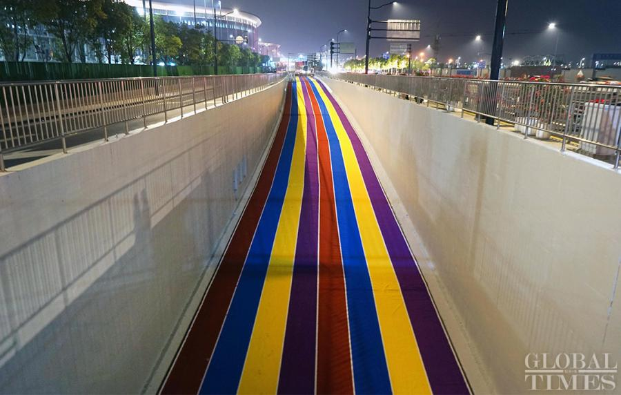 The entrance to an underground parking lot is decorated with bright colors.  (Photo: Yang Hui/GT)