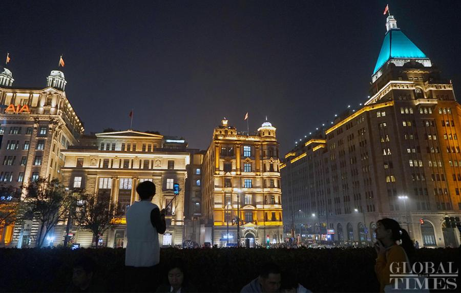 The 27 buildings of different architectural styles are illuminated with dazzling lights at the Shanghai Bund. (Photo: Yang Hui/GT)