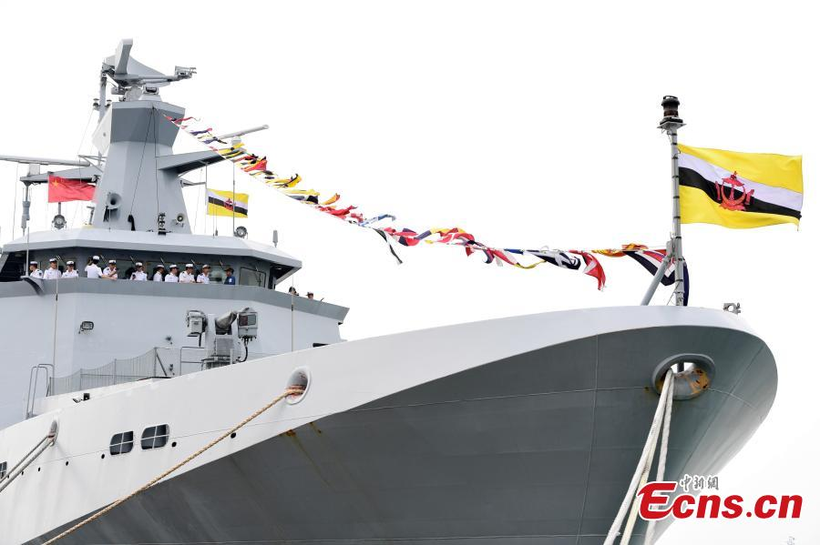 PLA Navy soldiers visit a patrol ship of the Royal Brunei Navy ahead of a China-ASEAN military drill in Zhanjiang City, South China's Guangdong Province, Oct. 24, 2018. (Photo: China News Service/Chen Wen)