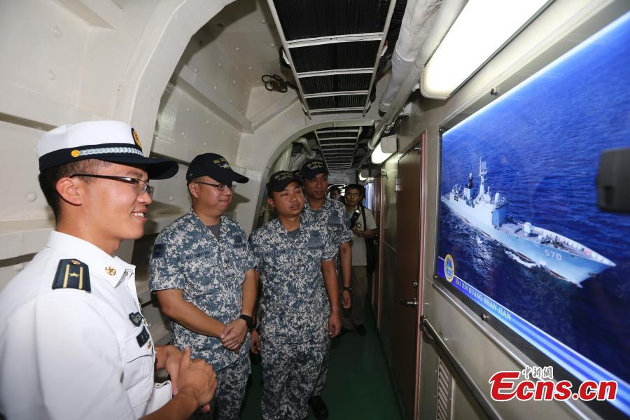 Singapore Navy soldiers visit the PLA Navy's missile frigate Huangshan ahead of a China-ASEAN military drill in Zhanjiang City, South China's Guangdong Province, Oct. 24, 2018. (Photo: China News Service/Zhang Lei)