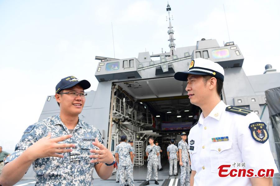 Navy soldiers from China and Singapore meet ahead of a China-ASEAN military drill in Zhanjiang City, South China's Guangdong Province, Oct. 24, 2018. (Photo: China News Service/Chen Wen)