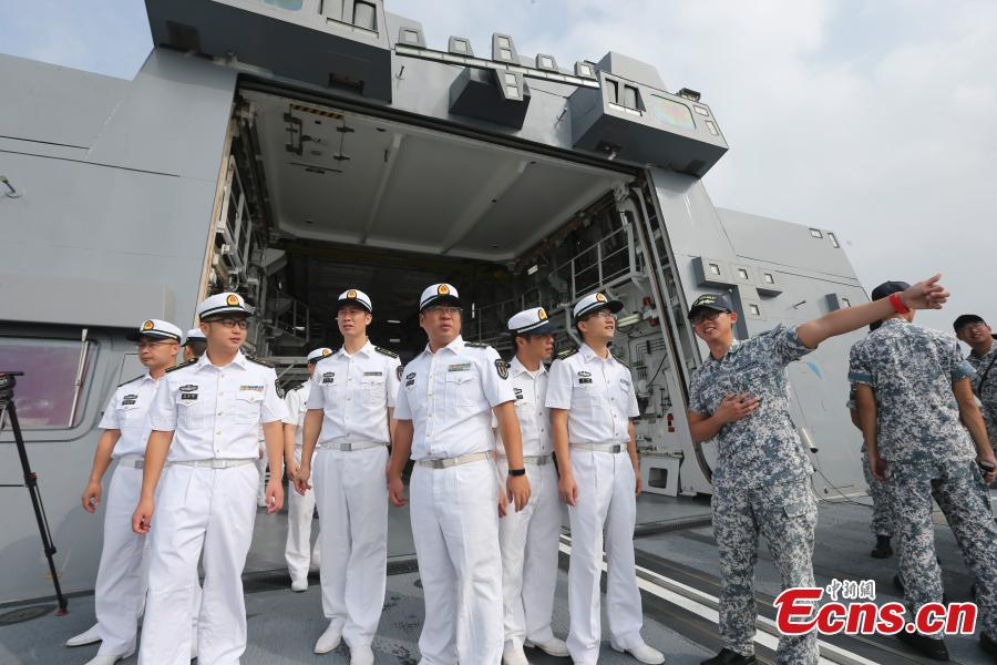 PLA Navy soldiers visit the Singaporean frigate RSS Stalwart ahead of a China-ASEAN military drill in Zhanjiang City, South China's Guangdong Province, Oct. 24, 2018. (Photo: China News Service/Zhang Lei)