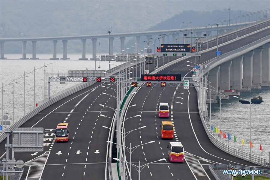 Cars run on the Hong Kong-Zhuhai-Macao Bridge, Oct. 24, 2018. The Hong Kong-Zhuhai-Macao bridge, the world\'s longest cross-sea bridge, opened to public traffic at 9 a.m. Wednesday. (Xinhua/Liang Xu)