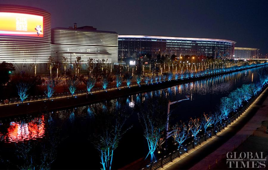 The CIIE main venue is reflected in the calm water.  (Photo: Yang Hui/GT)