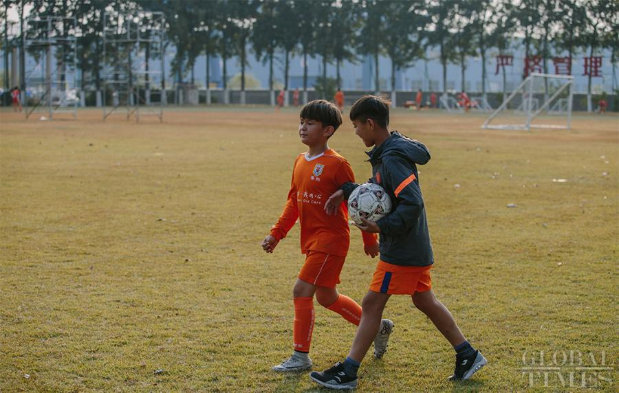 Arpat (right) and his friend Mustafa, from Ili, Xinjiang Uyghur Autonomous Region, walk together at the Shandong Luneng Taishan Football School in Weifang, East China\'s Shandong Province, on October 24, 2018.  (Photo: Li Hao/GT)