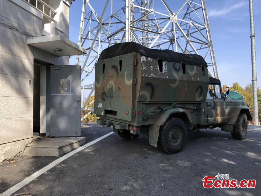 In this photo provided by South Korea Defense Ministry, a military vehicle waits to carry military equipment before leaving from the border village of Panmunjom, South Korea, Oct. 25, 2018. Koreas completed withdrawing firearms and troops from a jointly controlled area at the Koreas\' border village on Thursday as part of their sweeping agreements to reduce decades-long military animosities on the Korean Peninsula. (Photo/Agencies)