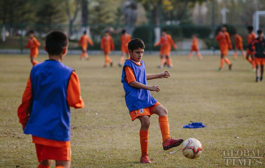 Young soccer players train at the Shandong Luneng Taishan Football School in Weifang, East China\'s Shandong Province, on October 24, 2018. (Photo: Li Hao/GT)