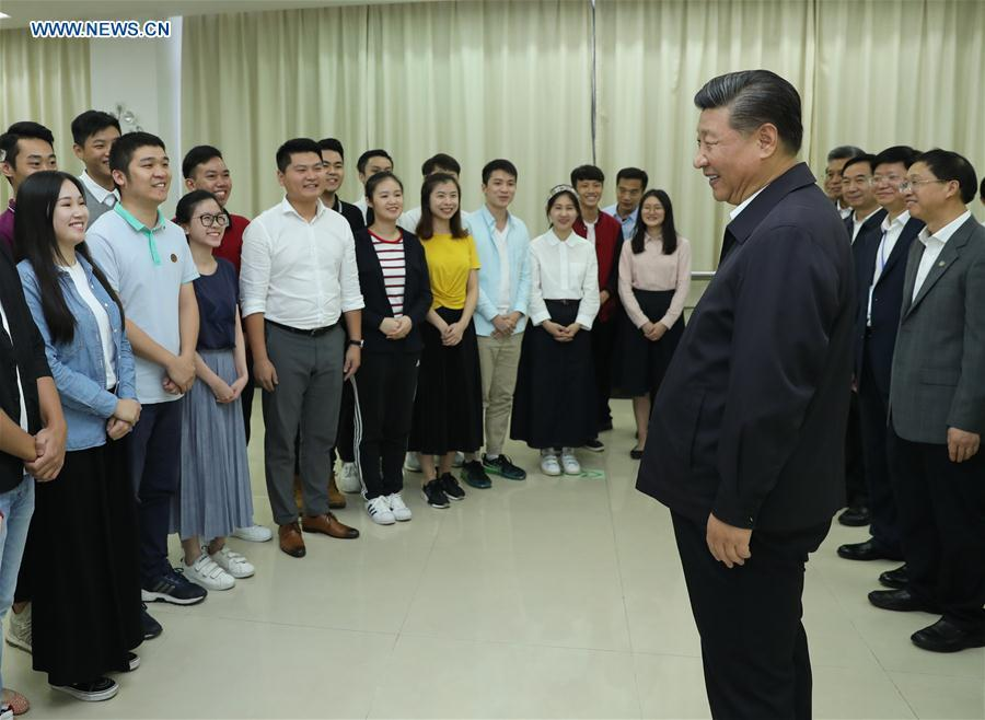 Chinese President Xi Jinping, also general secretary of the Communist Party of China Central Committee and chairman of the Central Military Commission, talks with college students of Jinan University in Guangzhou, south China\'s Guangdong Province, during an inspection tour, Oct. 24, 2018. (Xinhua/Ju Peng)