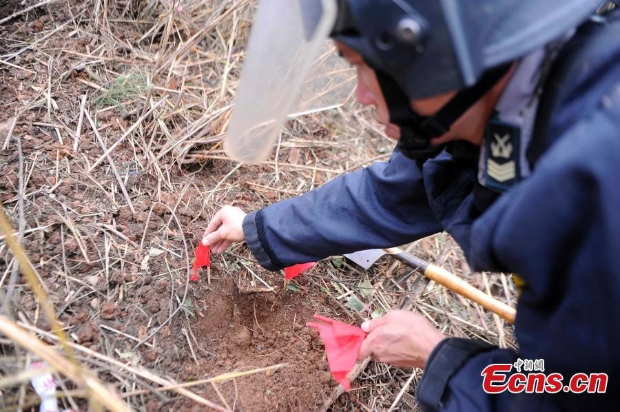 A PLA solider in a mine clearance operation in border city of Pingxiang, South China\'s Guangxi Zhuang Autonomous Region. The PLA soldiers detonated on Thursday, Oct. 25, 2018 the last mine in a minefield in Pingxiang. The operation marked the completion of a years-long landmine-sweeping mission in the Guangxi section of the Sino-Vietnam border, clearing the dangerous historical legacy that has hindered border development. (Photo: China News Service/Jiang Xuelin)