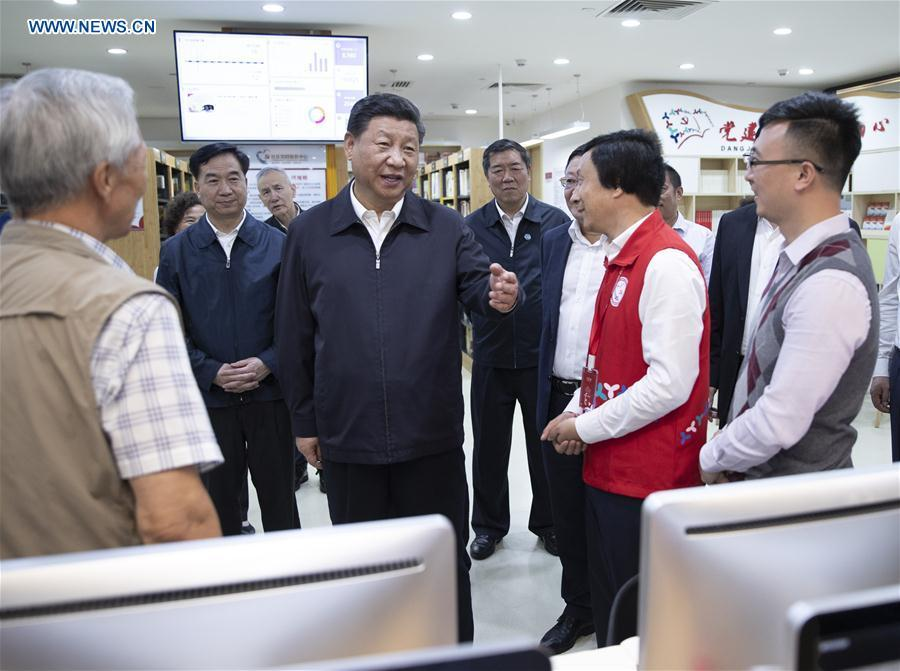 Chinese President Xi Jinping, also general secretary of the Communist Party of China Central Committee and chairman of the Central Military Commission, meets with social workers and residents of Beizhan Community in Longhua District in Shenzhen, south China\'s Guangdong Province, during an inspection tour, Oct. 24, 2018. (Xinhua/Xie Huanchi)