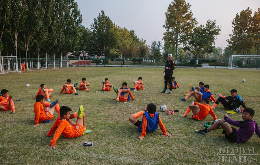 The young athletes stretch after practice to ensure their muscles don\'t seize up.  (Photo: Li Hao/GT)