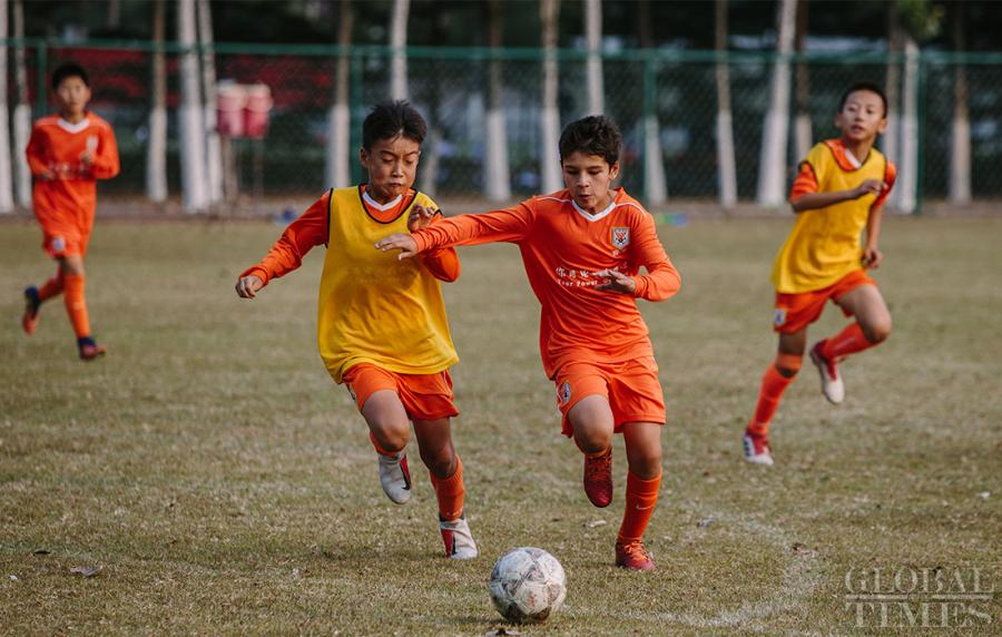 Young soccer players compete in a scrimmage at the Shandong Luneng Taishan Football School in Weifang, East China\'s Shandong Province, on October 24, 2018. (Photo: Li Hao/GT)