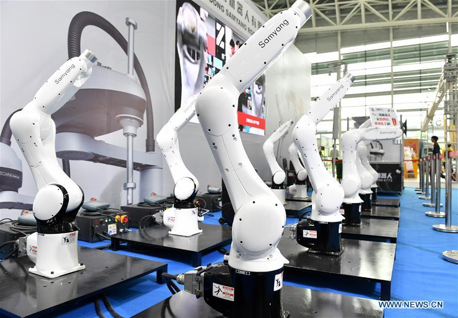 Robots are displayed at the Internet Plus Expo in Shunde District of Foshan, south China\'s Guangdong Province, Oct. 25, 2018. Themed with \