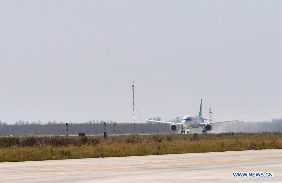 The No.102 C919 plane taxis at Nanchang Yaohu Airport, east China\'s Jiangxi Province, Oct. 27, 2018. The No.102 C919 plane landed at Nanchang Yaohu Airport after a flight from Dongying Shengli Airport of east China\'s Shandong Province. The plane will undergo rigorous tests at this airport. (Xinhua/Hu Chenhuan)