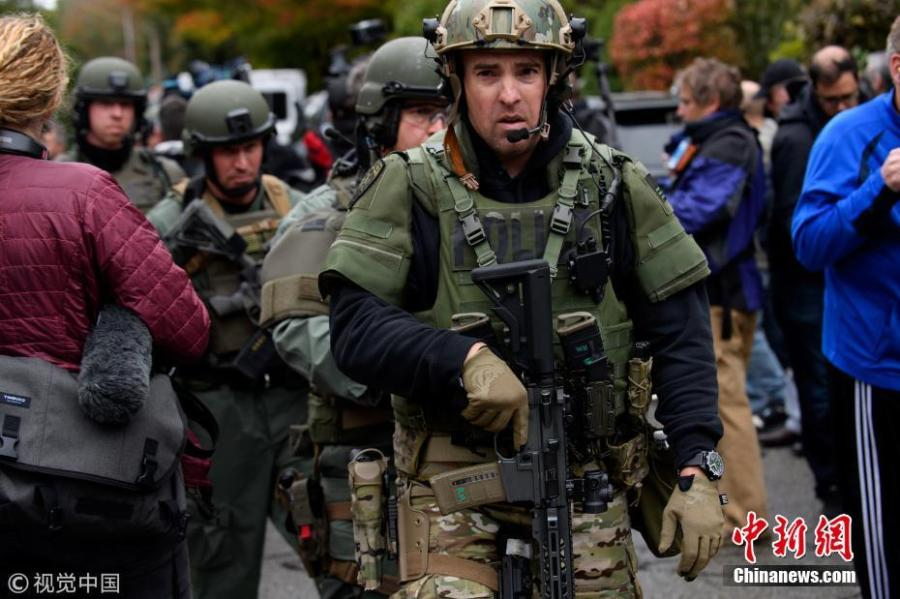 SWAT police officers respond after a gunman opened fire at the Tree of Life synagogue in Pittsburgh, Pennsylvania, U.S., October 27, 2018. (Photo/VCG)