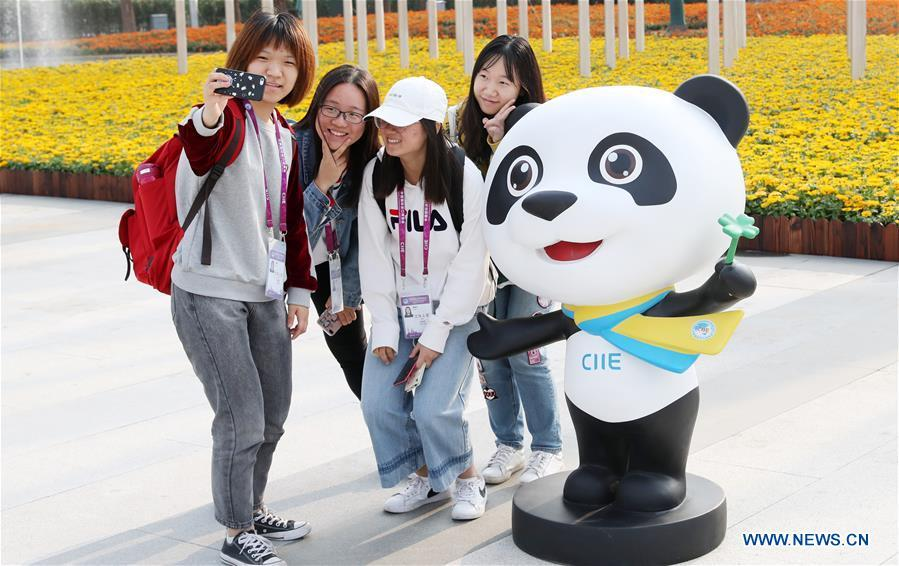 Volunteers for the upcoming China International Import Expo (CIIE) pose for a photo with the mascot \