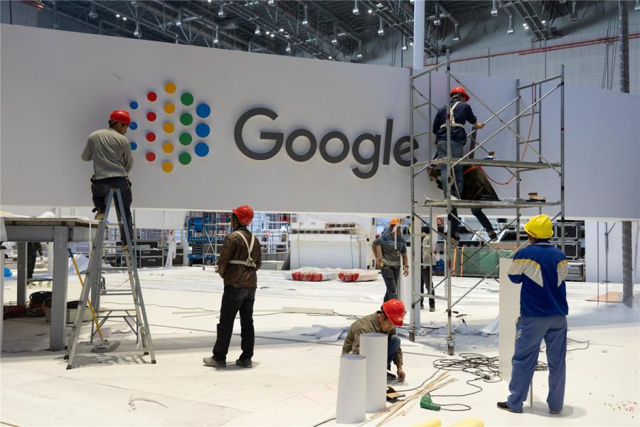 The exhibition booth of U.S. multinational technology  company Google is seen under construction on Oct. 28.  (Photo/chinadaily.com.cn)