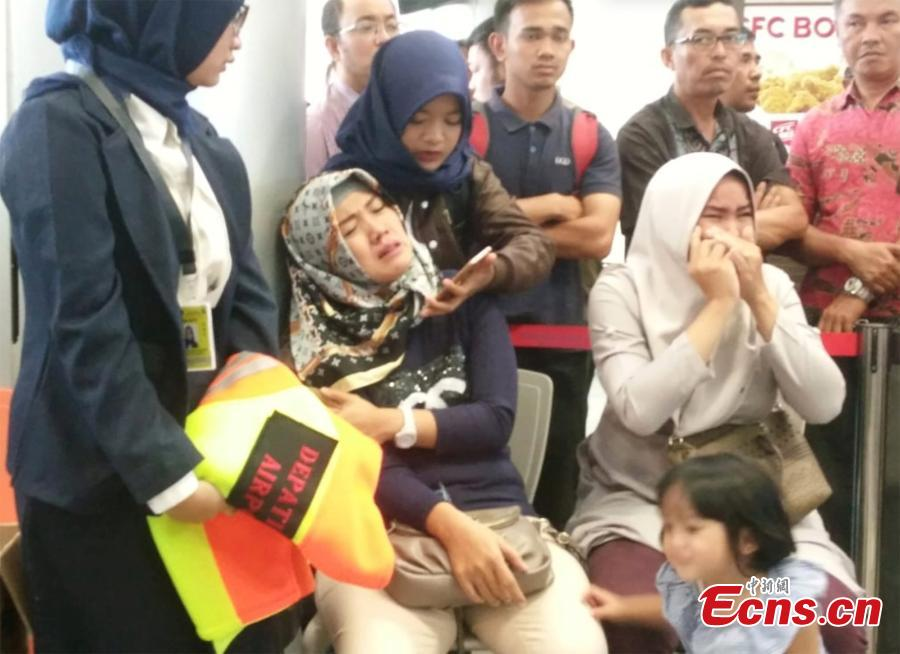 Relatives of passengers of Lion Air flight JT610 that crashed into the sea, cry at Depati Amir airport in Pangkal Pinang, Indonesia, October 29, 2018. (Photo/Agencies)
